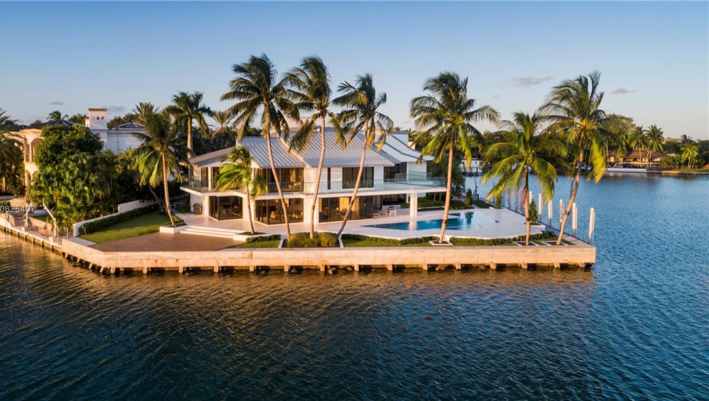Waterfront Luxury Homes in Key Biscayne