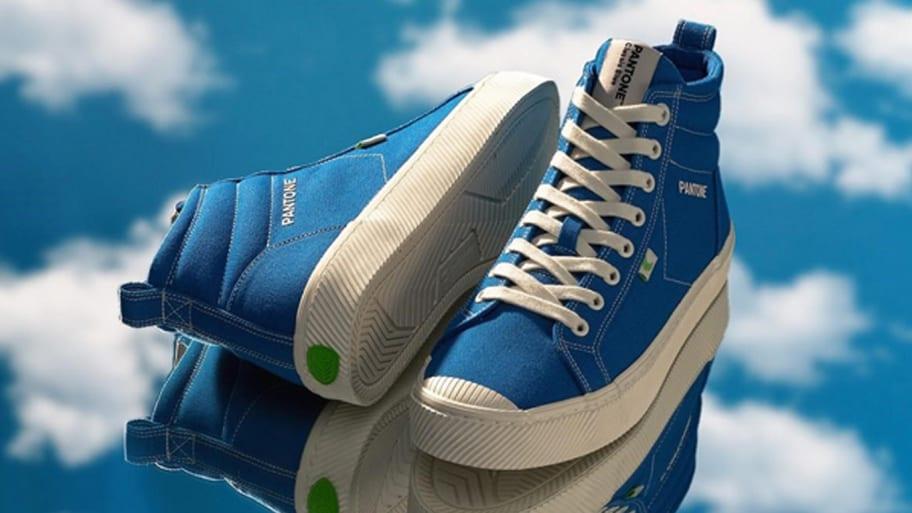 Cariuma Sneakers Classic Blue Pantone 2020